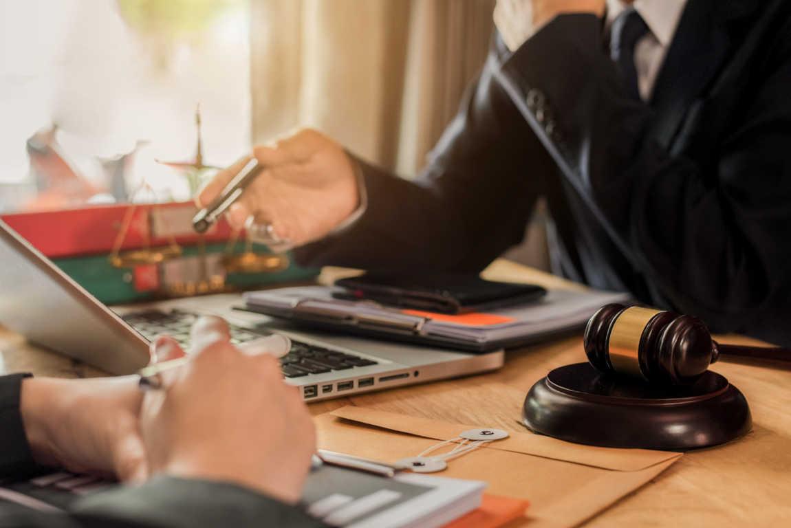 El Ministerio ha dejado de asumir los honorarios de los abogados de oficio